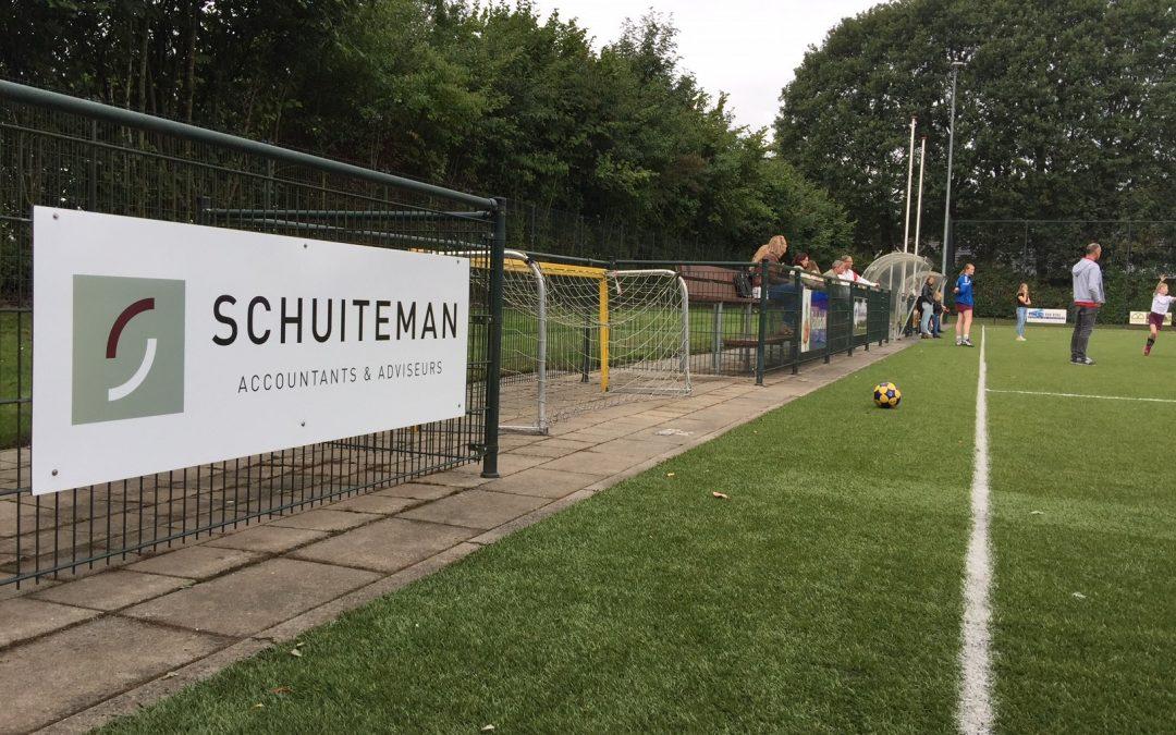 Schuiteman laat nieuw bord plaatsen